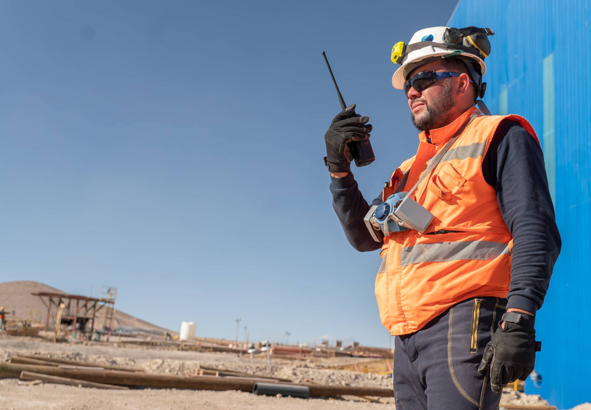mining-oil-and-gas-worker-in-high-visibility-ppe-holding-motorola-two-way-radio-p25